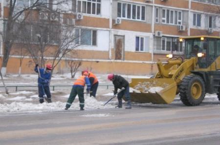 Коммунальщики Актау боролись с последствиями порыва трубы