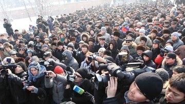 Митингующие в Алматы предприняли попытку шествия к зданию полиции