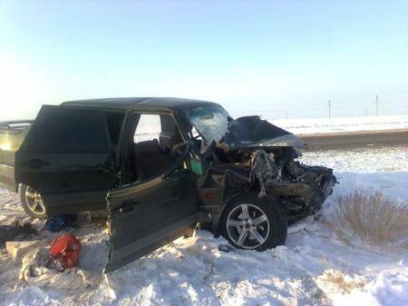 На автотрассе Актау-Жанаозен водитель «ВАЗа» заснув, столкнулся с трактором