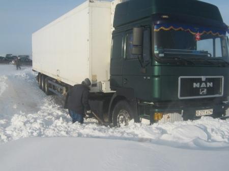 В районе поселка сай утес в снежном