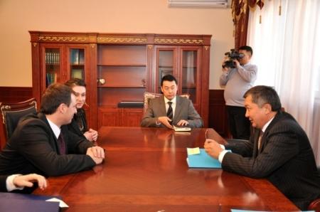 Аким Мангистауской области встретился с депутатом Европарламента Петром Борисом