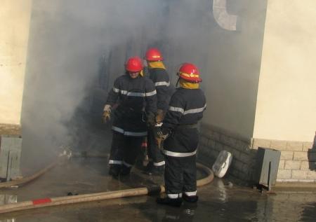 Во время пожара в курятнике, принадлежащем жителю села Атамекен, Мангистауской области, сгорели 60 кур-несушек