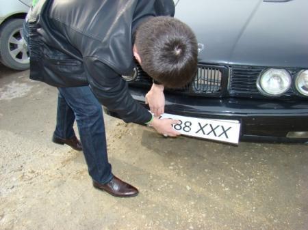 В Актау водитель из свадебного кортежа установил поддельный госномер и теперь рискует остаться без машины (ДОБАВЛЕНО ВИДЕО)