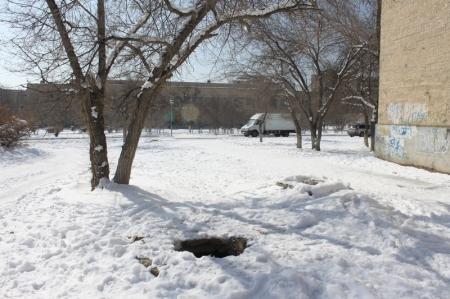 В шестом микрорайоне Актау остаются открытыми 23 канализационных люка