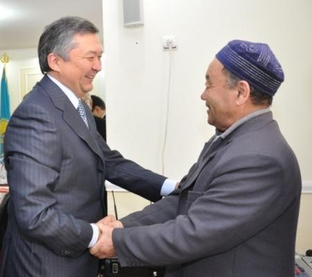 В день празднования «Амал мерекесі» Бауржан Мухамеджанов встретился с группой ветеранов региона