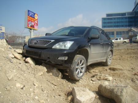 В Актау водитель «Лексуса» нарушил ПДД, в результате чего в больницу попали два человека