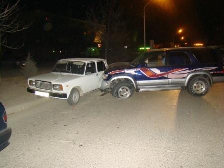 В Актау пьяный водитель джипа совершил ДТП, в результате которого в больницу попали голосующие у дороги пешеходы
