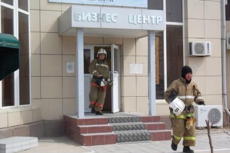 На крыше бизнес центра «Даулет» в 6 микрорайоне Актау произошло возгорание