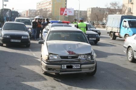 Автомобильная авария произошла между седьмым и восьмым микрорайонами Актау
