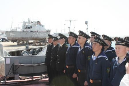 Аким Мангистауской области Бауржан Мухамеджанов посетил пограничный корабль «Женис»