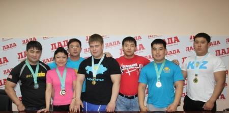 Актауские спортсмены вернулись с Кубка Казахстана по пауэрлифтингу