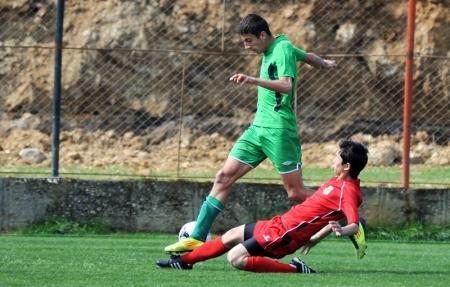 Самоотверженная игра защитника Каспий-97 в финальном матче
