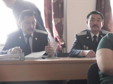 В суде по делу о беспорядках в Шетпе подсудимый отказался от государственного защитника (ОНЛАЙН)