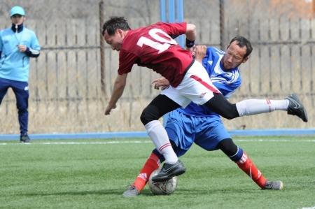 В турнире по мини-футболу выявляются первые претенденты на чемпионский титул