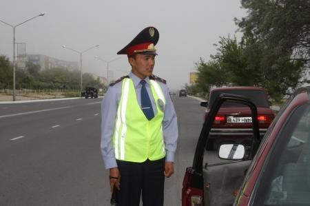 Сорвавший процесс по Жанаозену адвокат задержан за вождение без прав
