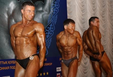 Спортсмены из Казахстана и России показали свои мускулы жителям Актау