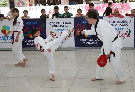 Спортивный клуб «Актау Fit Life» отметил двухлетие показательными выступлениями спортсменов