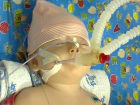Годовалая жительница Актау находится в тяжелом состоянии и нуждается в помощи