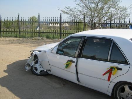 В Актау машина из свадебного кортежа столкнулась с эвакуатором
