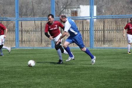 Турнир по мини-футболу среди ветеранов вышел на финишную прямую
