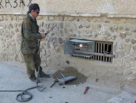 Жители седьмого микрорайона Актау добились установки поливочного крана возле дома