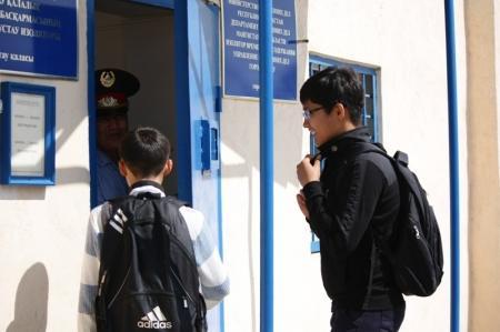 В Актау для подростков устроили экскурсию в ИВС