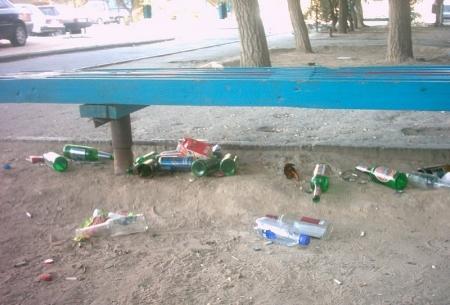 В Актау арестовано 47 человек, мусоривших в общественных местах