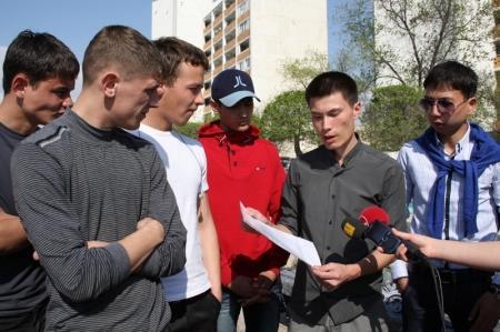 В Актау выпускники жанаозенского детского дома возмущены невниманием со стороны властей