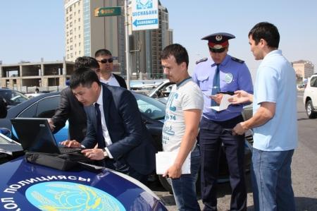На дорогах Актау вылавливали автовладельцев, не заплативших транспортный налог