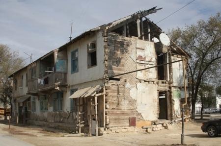 В Актау 14 жилых дома признаны аварийными