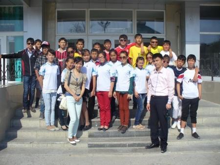 Около трех тонн мусора собрали школьники поселка Курык