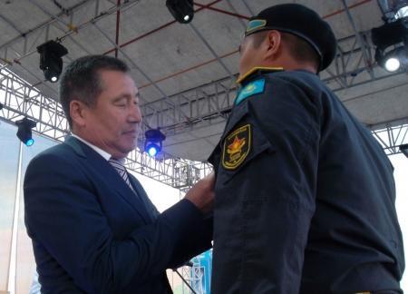 Накануне Дня защитника Отечества в Актау чествовали отличившихся военнослужащих и сотрудников МВД