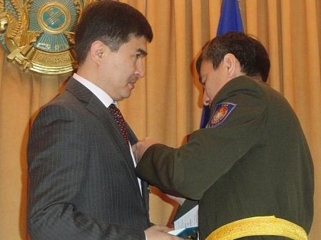В День защитника Отечества ветераны ДКНБ были награждены медалями за особые заслуги