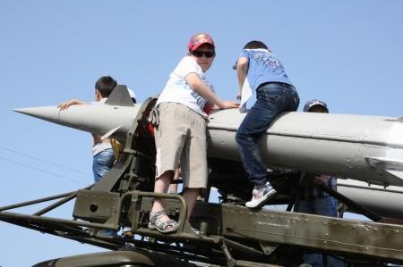 Жители Актау поздравляют с Днем Победы (ВИДЕО)