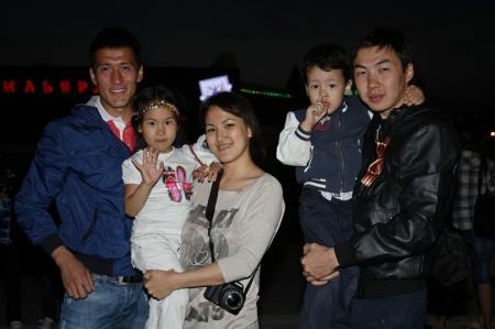 Сотни небесных фонариков заменили в Актау праздничный салют
