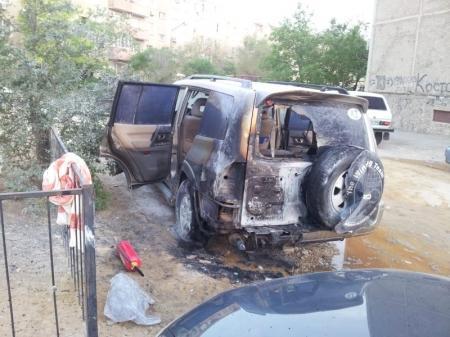 В ночь на 10 мая в Актау сгорели три автомобиля
