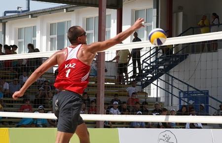 В Актау стартовал международный турнир по пляжному волейболу