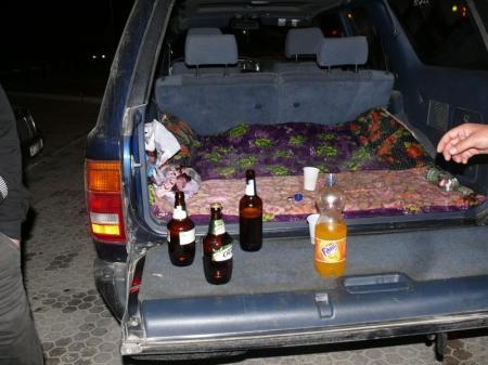 В Актау дорожные полицейские ловят пьяных водителей в районах пляжей