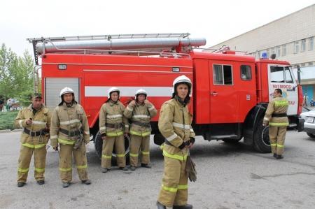 В Актау произошел пожар на одном из этажей бизнес-центра «Сункар»