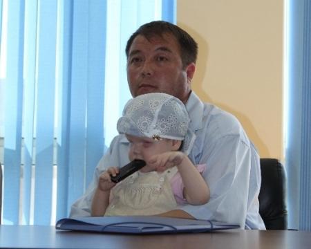 """Саламат Сарсекенов: """"На всю Мангистаускую область работает всего один детский врач-онколог с зарплатой 50 тысяч тенге"""""""
