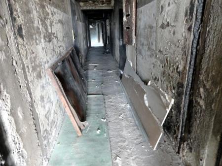 Пострадавшие от пожара в Актау, в результате которого сгорело восемь квартир, не дождались обещанной помощи