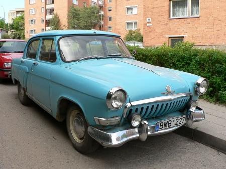 Житель Актау контрабандой ввез в Казахстан два раритетных автомобиля