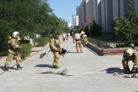 В Актау в здании «НИПИнефтегаз» прошли пожарно-тактические учения