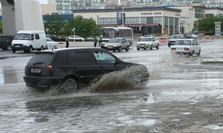 В связи с проливными дождями в Актау мобилизована спецтехника