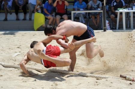 В Актау прошел V Открытый турнир по пляжной борьбе