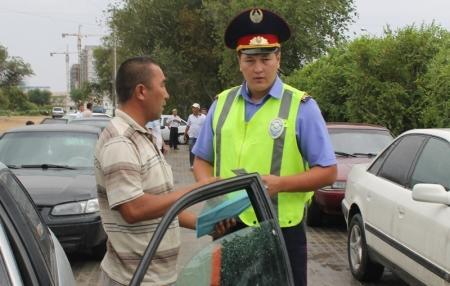 Власти Актау взялись за нелегальных таксистов