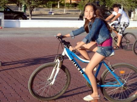 Жители Актау оценили новую велосипедную дорожку на набережной 14 микрорайона