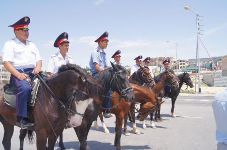 Кавалерийский взвод полиции города Актау работает в усиленном режиме