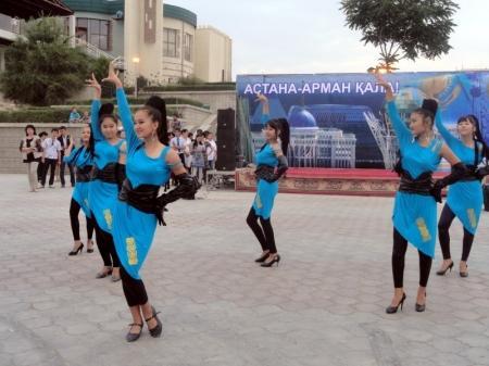 В Актау начались праздничные концерты ко Дню столицы