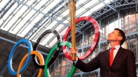 Факел с олимпийским огнем погас в Лондоне
